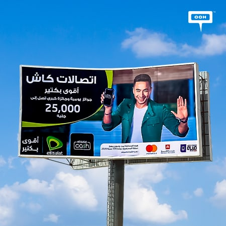 Etisalat surprises Cairo's billboards viewers with Hamada Helal on the roads